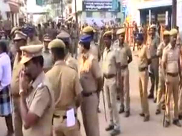 Ambur police lathi charge protesters liquor shop in Azhingikuppam