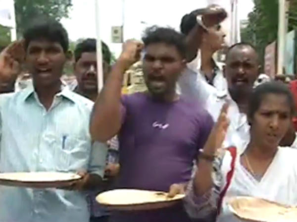 Transport workers protest in Erode as the Agricultural Association Chairman Ayyakannu