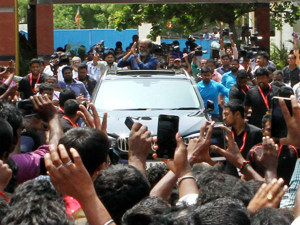 Rajini kanth's fans welcoming his political entry