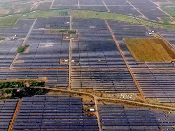 Daily 2 lakhs litter of drinking water were wasted by Adani Group's Solar power, project in Kamuthi