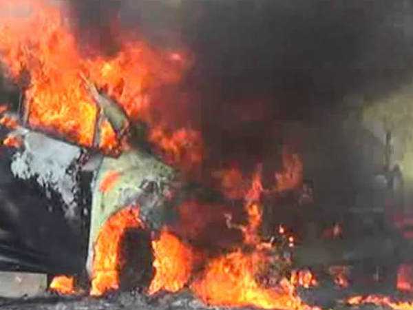 fire in running car near poonamallee: 7 were safe