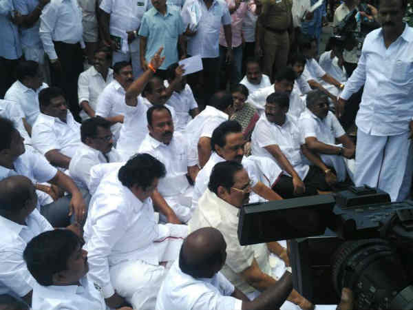 DMK stage protest in front of Secretariat