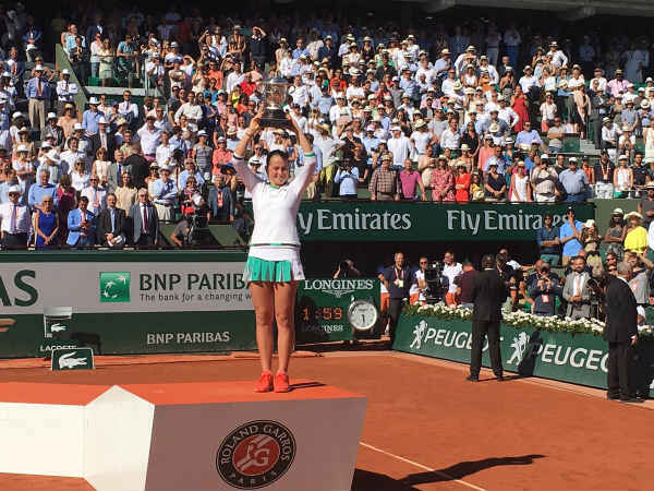 French Open: Jelena Ostapenko beat Simona Halep to win women's singles title