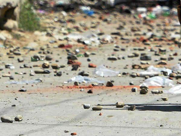 காஷ்மீரில் பயங்கரம்- 300 பேர் கும்பலால் போலீஸ் அதிகாரி கல்லால் அடித்து கொலை
