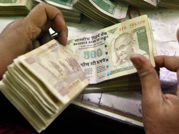 2 crores old notes seized, Intelligence sub inspector transferred