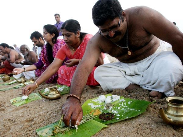 ஆடி அமாவாசையில் வீடு தேடி வரும் முன்னோர்கள்