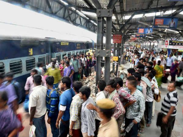 சென்னை சென்ட்ரல் ரயில் நிலையத்தில் டூல் வேன் ரயில் பெட்டியில் தீ விபத்து