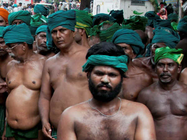 Farmers marched with half nude and hitting themselves with a broom stick