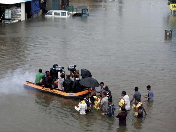 குஜராத்தில் வெள்ளத்திற்கு 126 பேர் பலி...55,000 பேர்  மீட்பு: கூடுதல் பேரிடர் மீட்பு படை வருகை