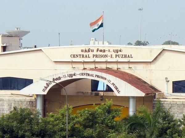 6 Cellphones seized at Puzhal Jail