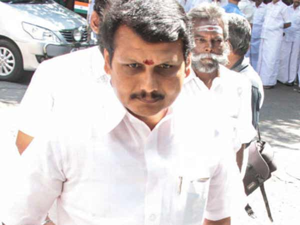 liquor is selling illegally with support of ruling party politicians : MLA senthil balaji
