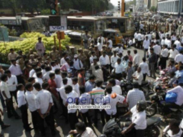 சேலத்தில் சட்டக் கல்லூரி மாணவர்கள் மோதலால் பரபரப்பு.. 4 மாணவர்கள் காயம்