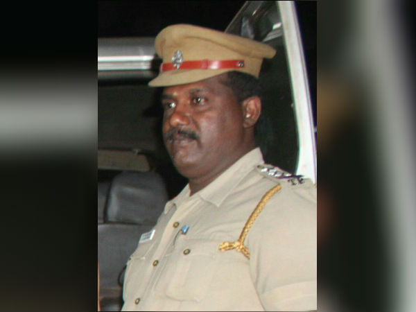 Inspector arrested for taking bribe, people celebrate
