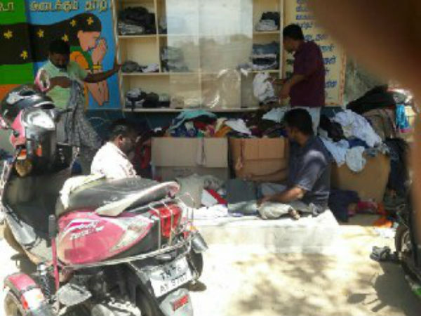 lots of cloths comes to the Anbuchuvar in Nellai