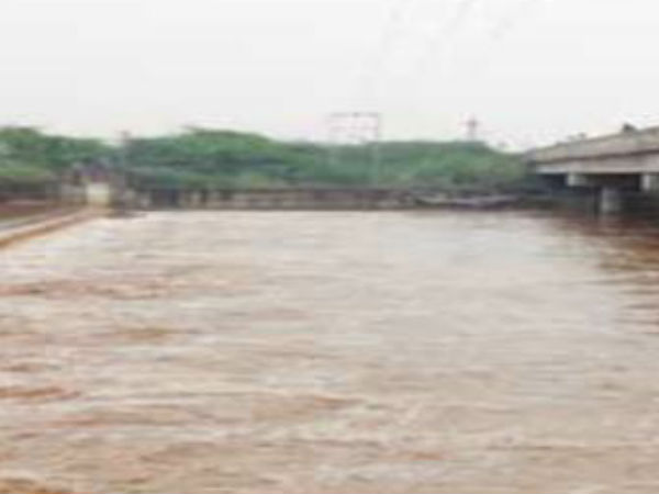 Flood in Arni Kamandala Naganathi River