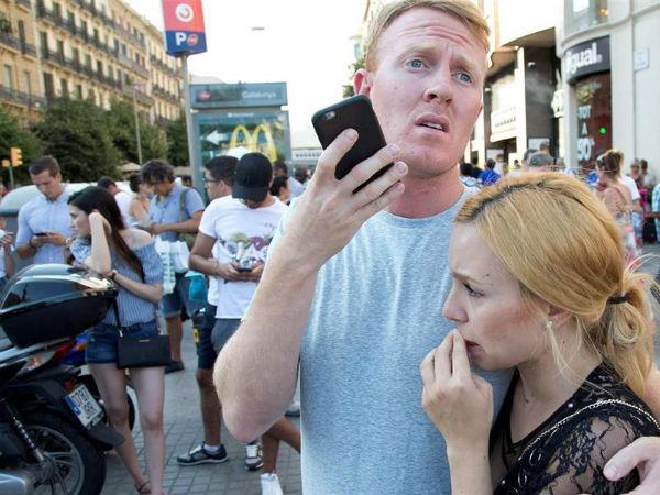 """5 நிமிஷ அதகளம்..  நேரில் பார்த்தவர்களின் """"திக் திக்"""" நிமிடங்கள் #barcelonaattack"""
