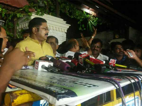 TTV Dinakaran says he only will lead AIADMK