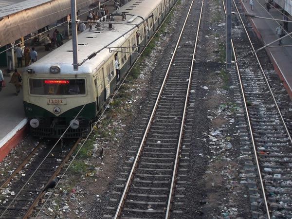 Three youths hit by Electric train near Kodambakkam
