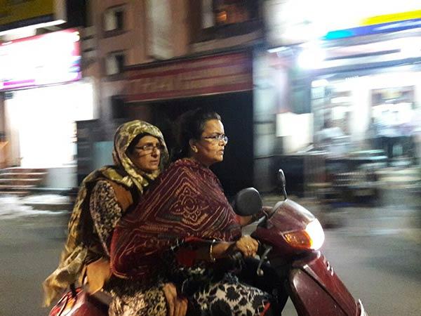 புதுச்சேரி இரவு நேரத்தில் பெண்களுக்கு பாதுகாப்பானதா?.. ராத்திரியில் ரெய்டு போன கிரண் பேடி!