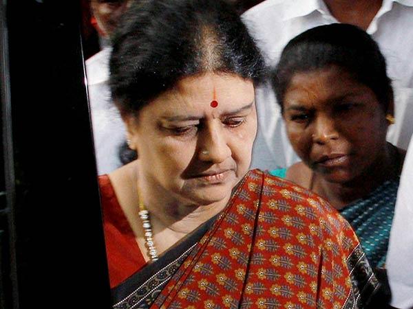 4 ஆண்டு தண்டனைக்கு எதிரான சசிகலாவின் சீராய்வு மனு மீது சுப்ரீம்கோர்ட்டில் இன்று விசாரணை