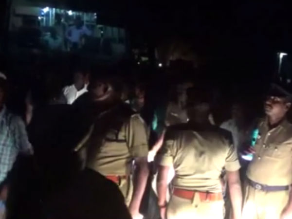 Sathyamanglam people protested against police
