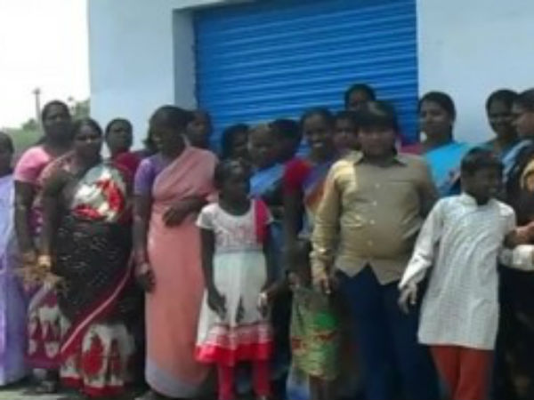 womans chased away people who tried to buy alcohol near in Nellai