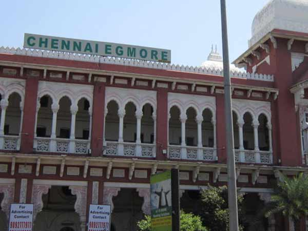 Train derails in Chennai Egmore station