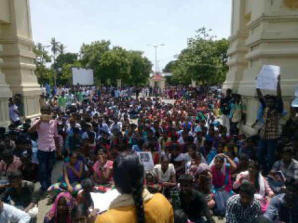 In Chidambaram Annamalai university above 2000 students protesting