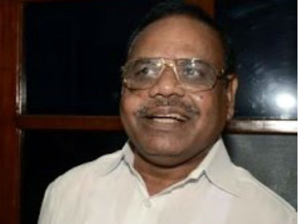 தகுதிநீக்கம் செய்யப்பட்ட 18 பேரும் எம்எல்ஏ ஹாஸ்டலை காலி செய்ய சபாநாயகர் உத்தரவு