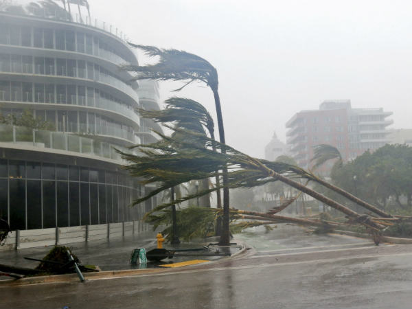 Hurricane Irma: storm moves towards Tampa with risk of life-threatening surges