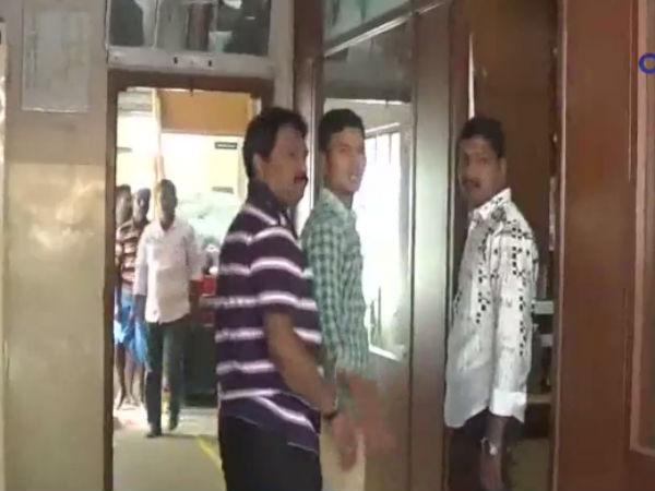 கரூரில் தொடரும் ஐடி ரெய்டு -  ரூ. 50  கோடி பினாமி சொத்து சிக்கியது - வீடியோ