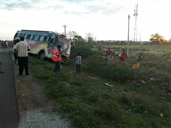 Lorry hit on the bus in Nellai 5 died on the spot