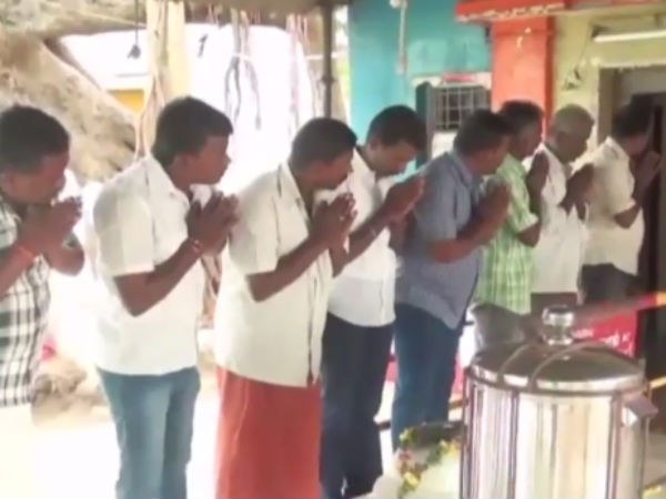 Rajini fans done special pooja for Rajini's political entry