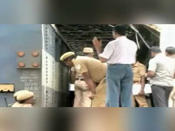 Four special forces have been set up in the case of a loot in Salem Rail