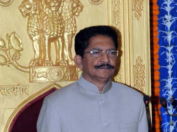 அரசியல் குழப்பம்:  ராஜ்நாத் சிங்குடன் ஆளுநர் வித்யாசாகர் ராவ் மீண்டும் ஆலோசனை