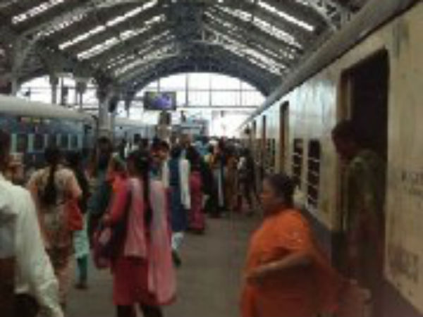 Due to special trains for Diwali chennai suburban trains delayed