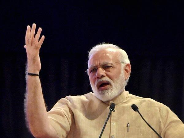 குஜராத் தேர்தல் வளர்ச்சிக்கும், வாரிசு அரசியலுக்கும் இடையேயான மோதல்... மோடி பரபர பேச்சு!