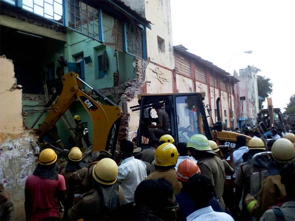 Madras High court taken the Poraiyar building collapse case as sumoto