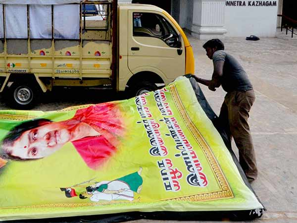 HC orders to govt. do not contain living indivuals pics in Banners