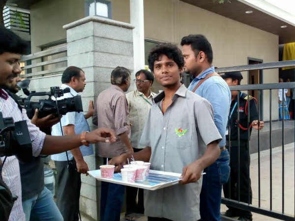 Jaya TV office distribute tea and coffee for journalist
