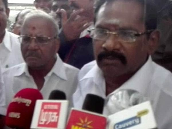 Here the Viral video of Minsiter Sellur Raju press meet.