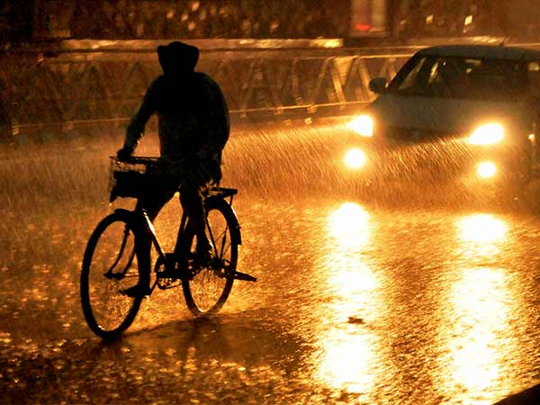 Heavy rain lashes in Chennai