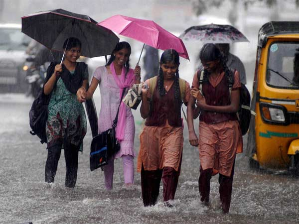 Heavy rain continues holiday declared to 2 districts schools