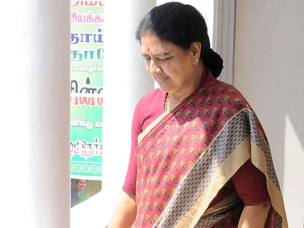 IT officials raids in Sasikala Astrologer house
