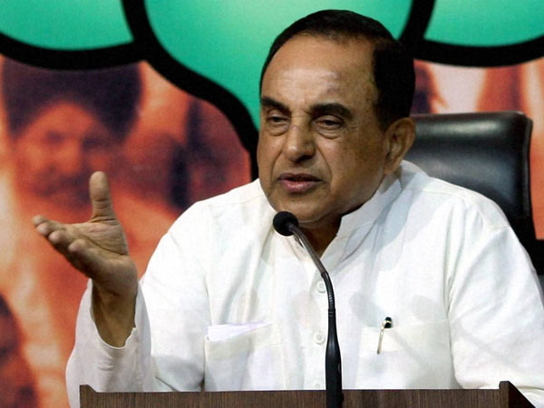 Subramanian swamy campaigns for TTV Dinakaran through Twitter