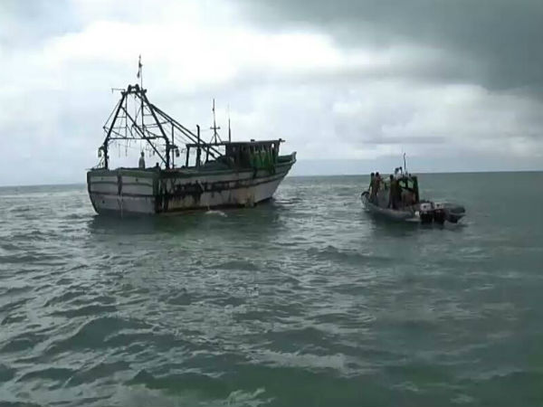 Srilankan navy attacked tamil fisherman in the sea