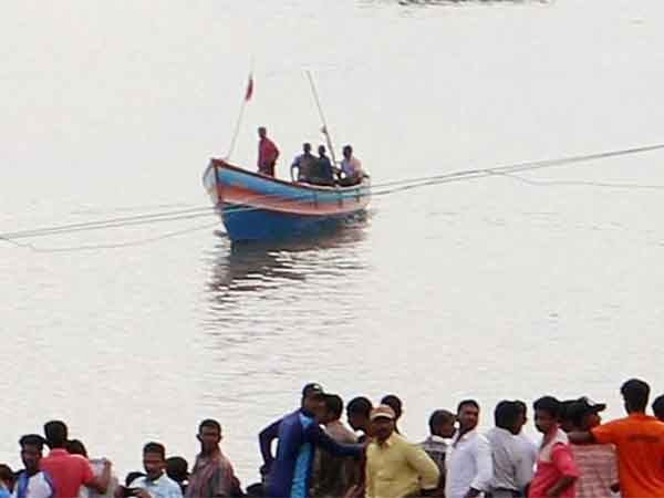 Ten tamil fishermen from Kanyakumari rescued after 18 days of Ockhi cyclone effect