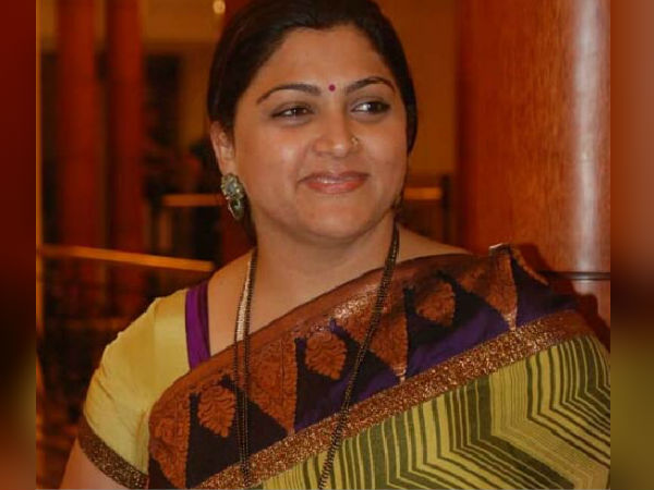 kushboo wishes rajini about his political entry