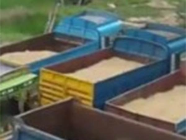 Malaysian Sand sale issue in Tuticorin Police arrested two Lorries with Malaysian sand and seized it
