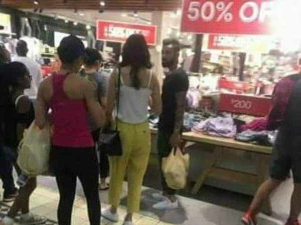 Virat Kohli and Anushka Sharma Shopping on 50% Discount Offer - Goes Viral